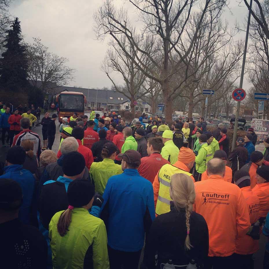 Menschenaufläufe am frühen Sonntag Morgen - das können nur bekloppte Läufer sein...